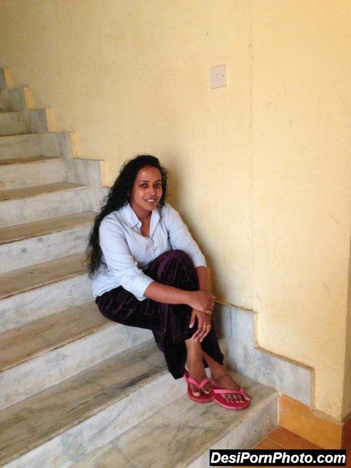 Hot Indian aunty ki boobs aur gaand ki photos