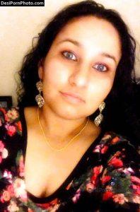Newly Married Pakistani Sexy Bhabhi ke Nange boobs ki pics