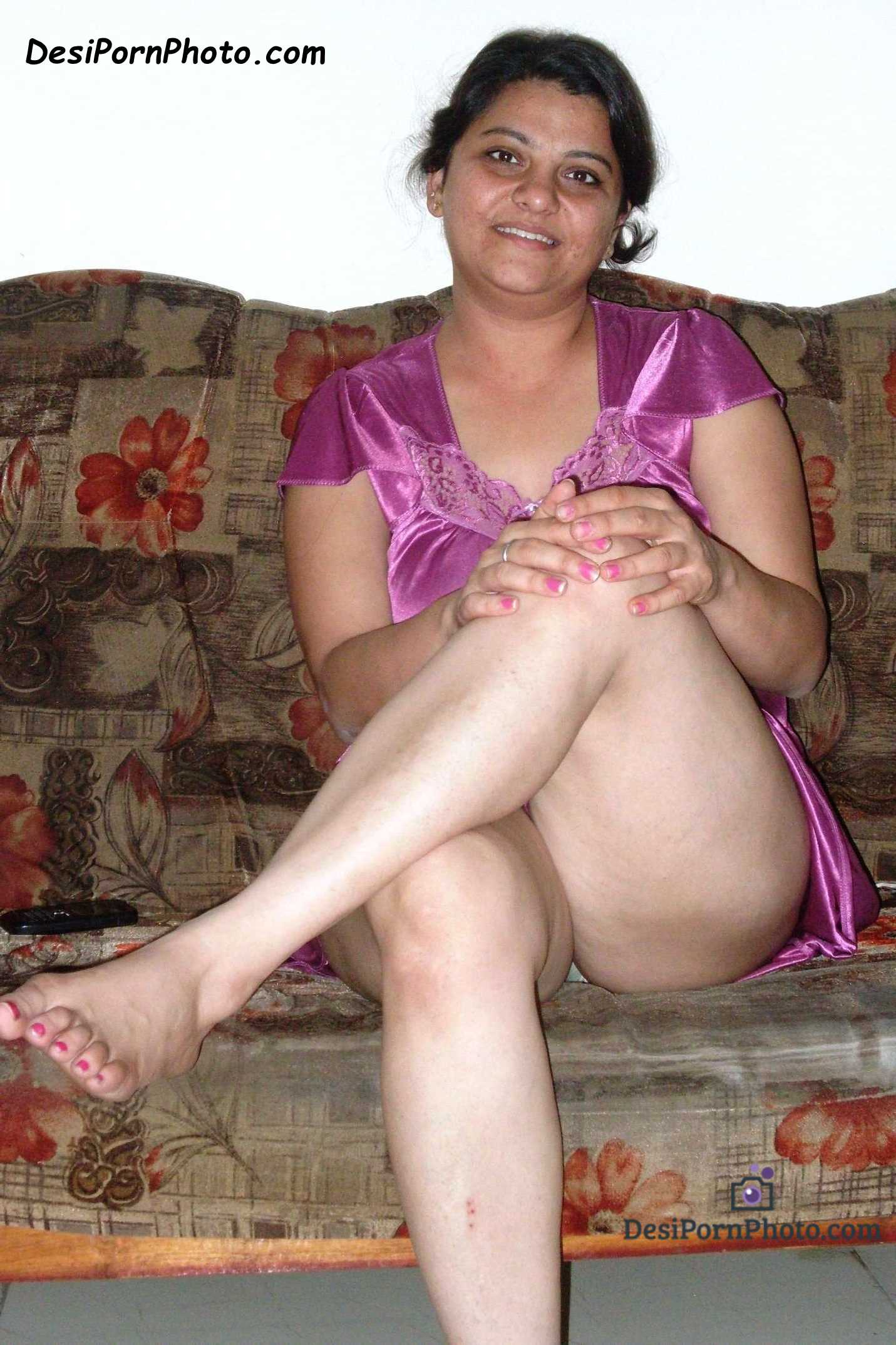 Desi Nude Mom
