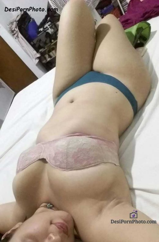 Hot Indian bhabhi ki nange boobs and chut ki photos