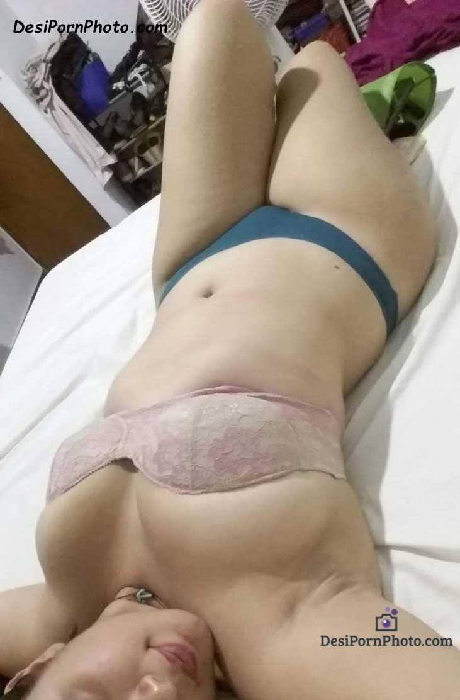 Hot Indian bhabhi ki nange boobs and chut ki photos
