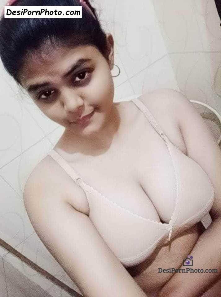 Pinky ki photos bra mein